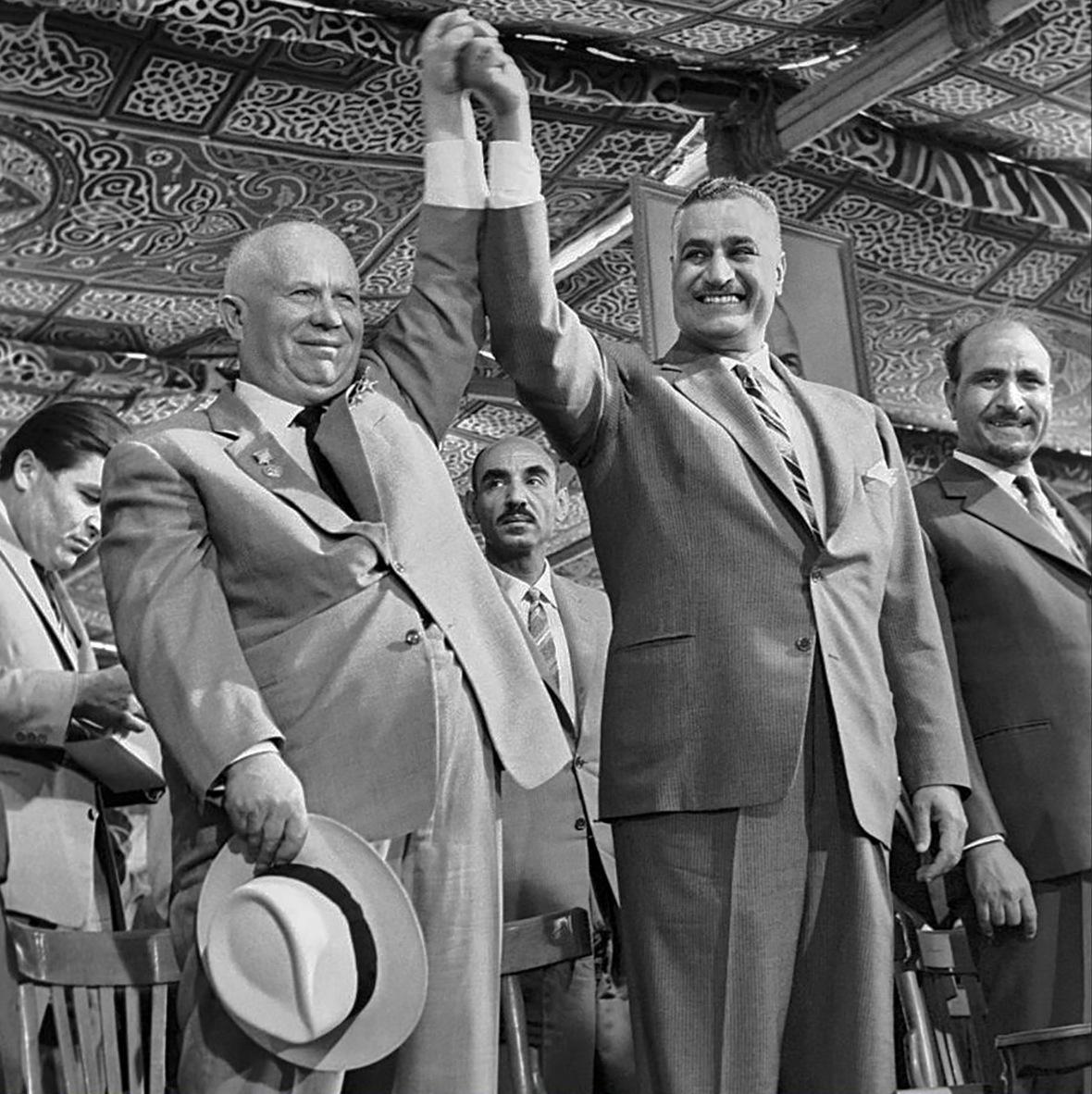 الرئيس جمال عبد الناصر قدم شخصية يوليوس قيصر علي خشبة المسرح
