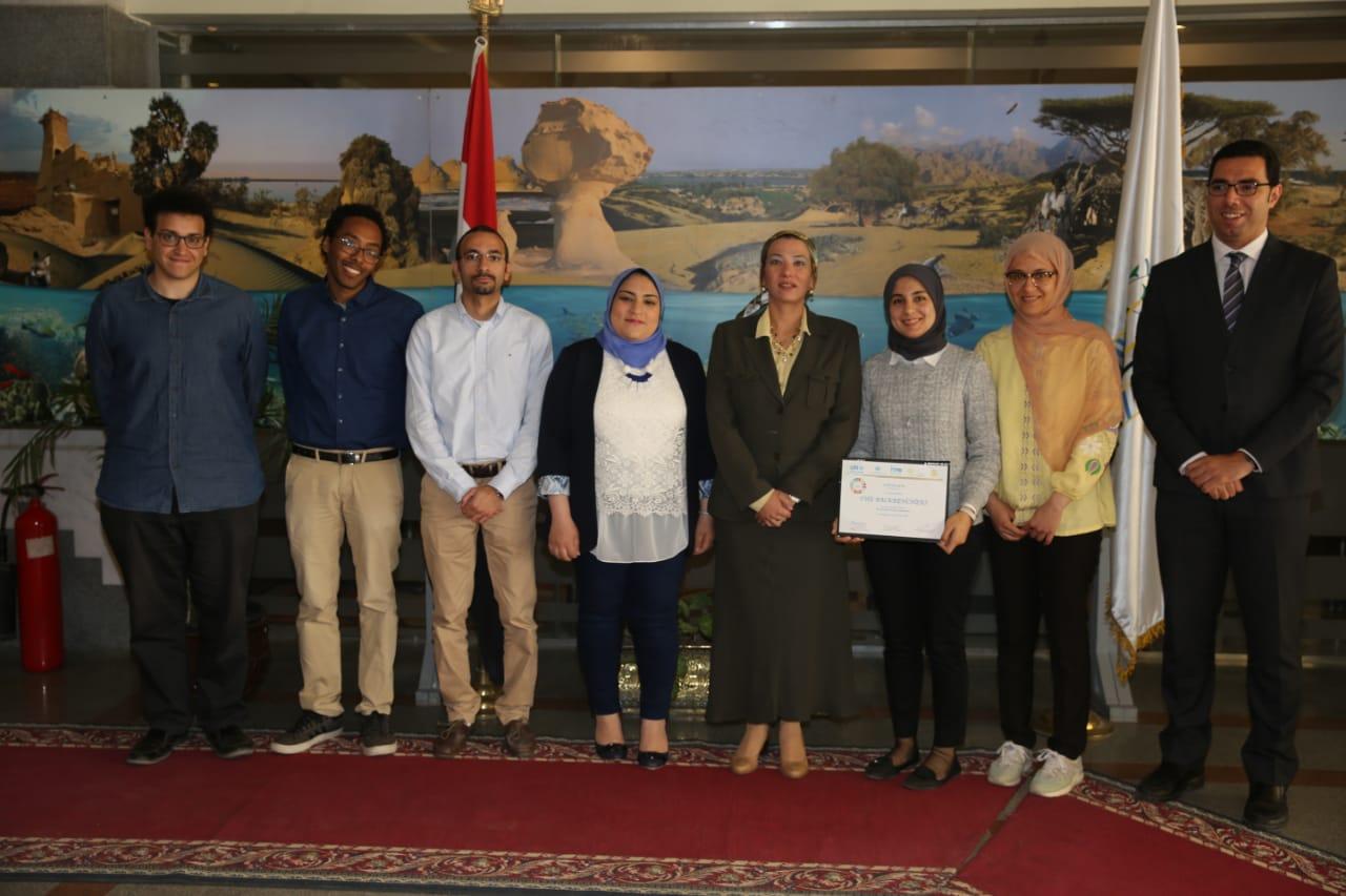 وزيرة البيئة تكرم الفريق المصري الفائز في المسابقة الإقليمية للابتكارات الخضراء (1)