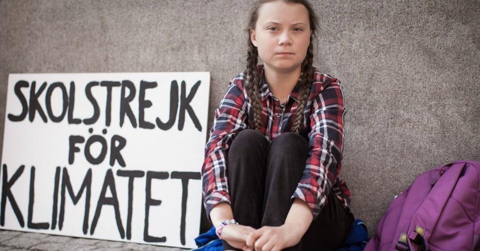 الناشطة أثناء تظاهرها ضد تغير المناخ