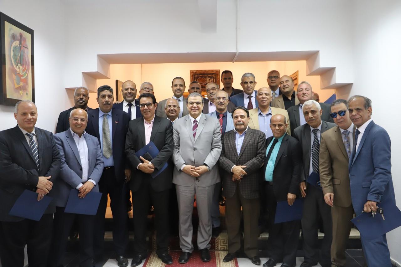 جانب من اجتماع وزير القوى العاملة بديوان عام الوزارة (1)