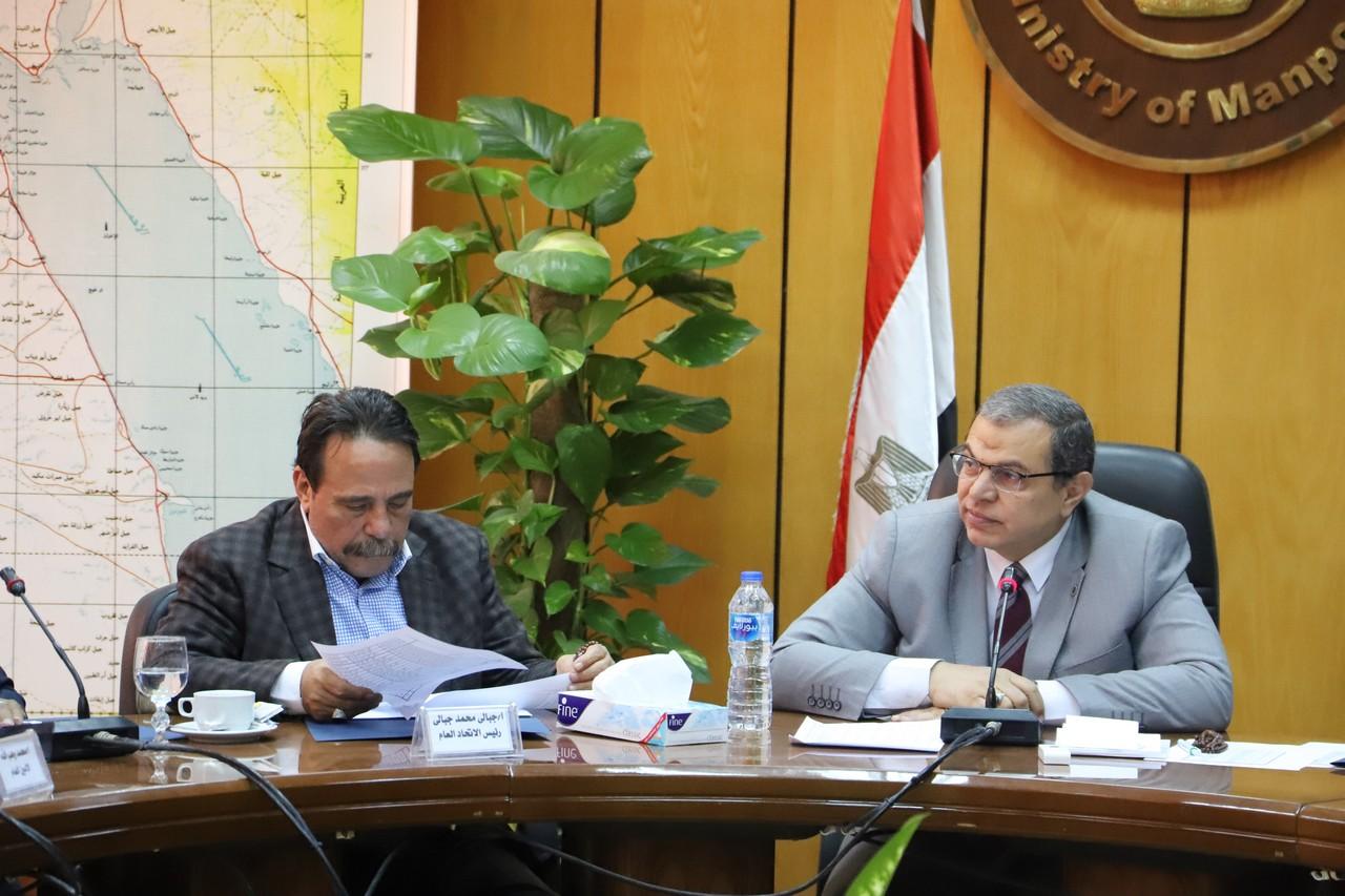 جانب من اجتماع وزير القوى العاملة بديوان عام الوزارة (7)