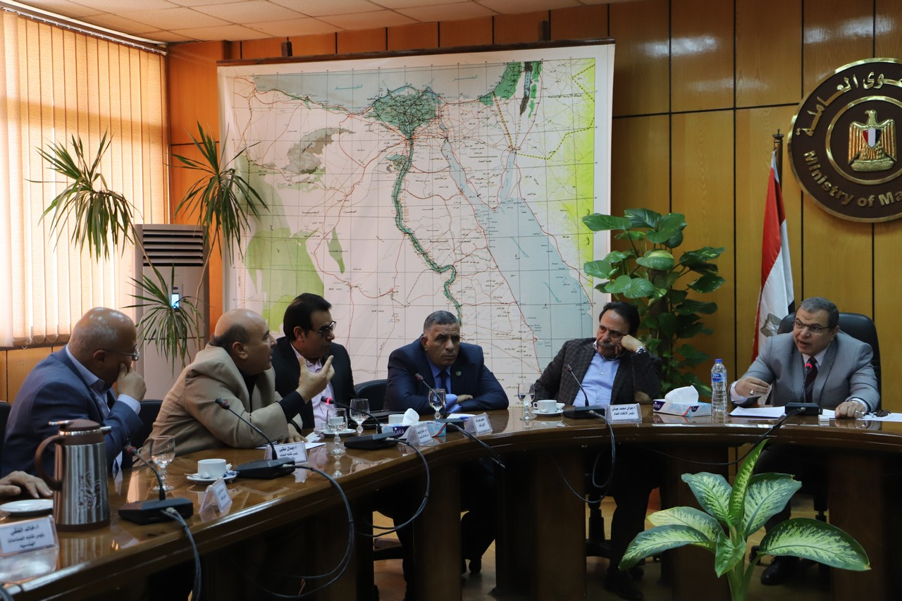 جانب من اجتماع وزير القوى العاملة بديوان عام الوزارة (5)