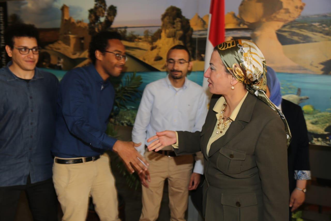 وزيرة البيئة تكرم الفريق المصري الفائز في المسابقة الإقليمية للابتكارات الخضراء (2)