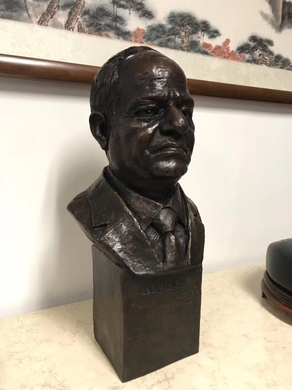تمثال الرئيس السيسى