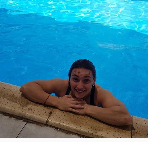 فى حمام السباحة