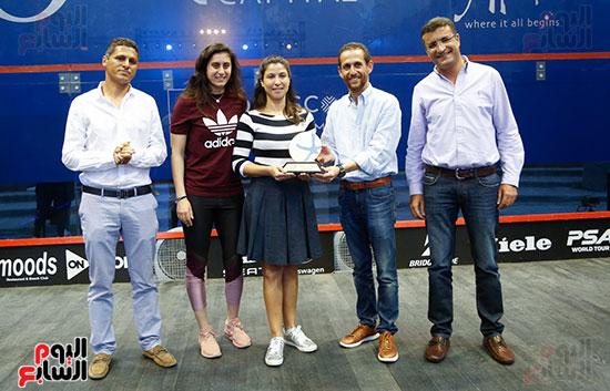 عمرو منسي ونور الشربيني يشهدان توزيع الجوائز ببطولة الجونة للرواد للأسكواش (1)