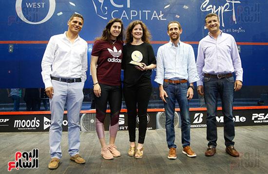 عمرو منسي ونور الشربيني يشهدان توزيع الجوائز ببطولة الجونة للرواد للأسكواش (2)