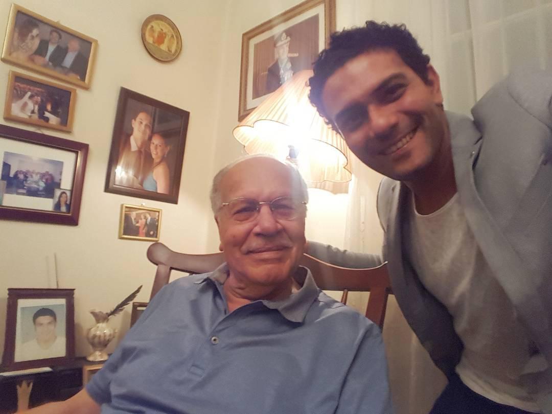 اسر ياسين مع جده