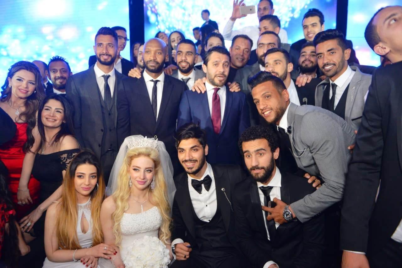 نجوم الأهلى والزمالك وبيراميدز يلتقون فى حفل زفاف على جبر (5)