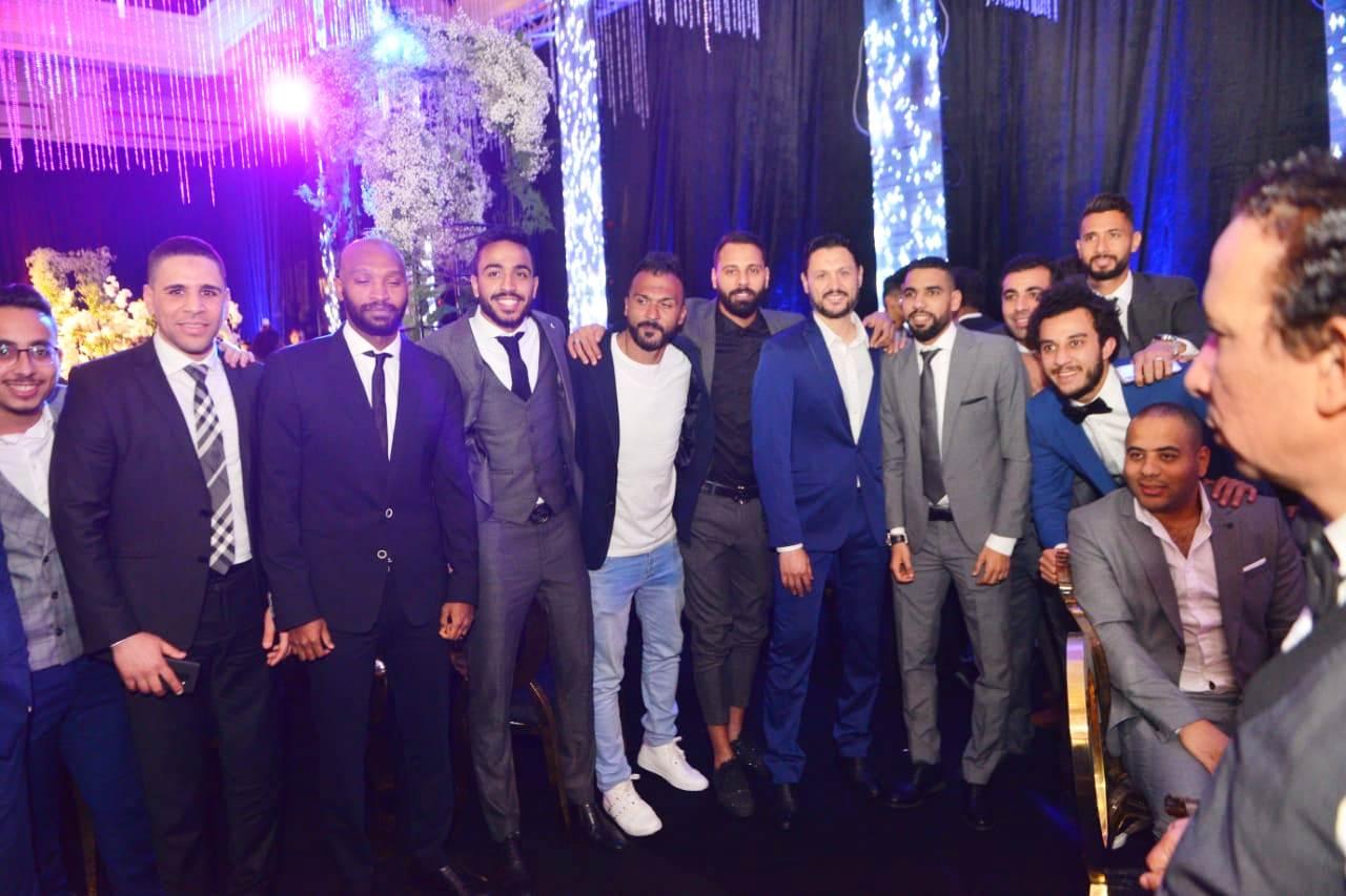 نجوم الأهلى والزمالك وبيراميدز يلتقون فى حفل زفاف على جبر (16)