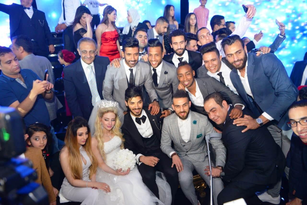 نجوم الأهلى والزمالك وبيراميدز يلتقون فى حفل زفاف على جبر (6)