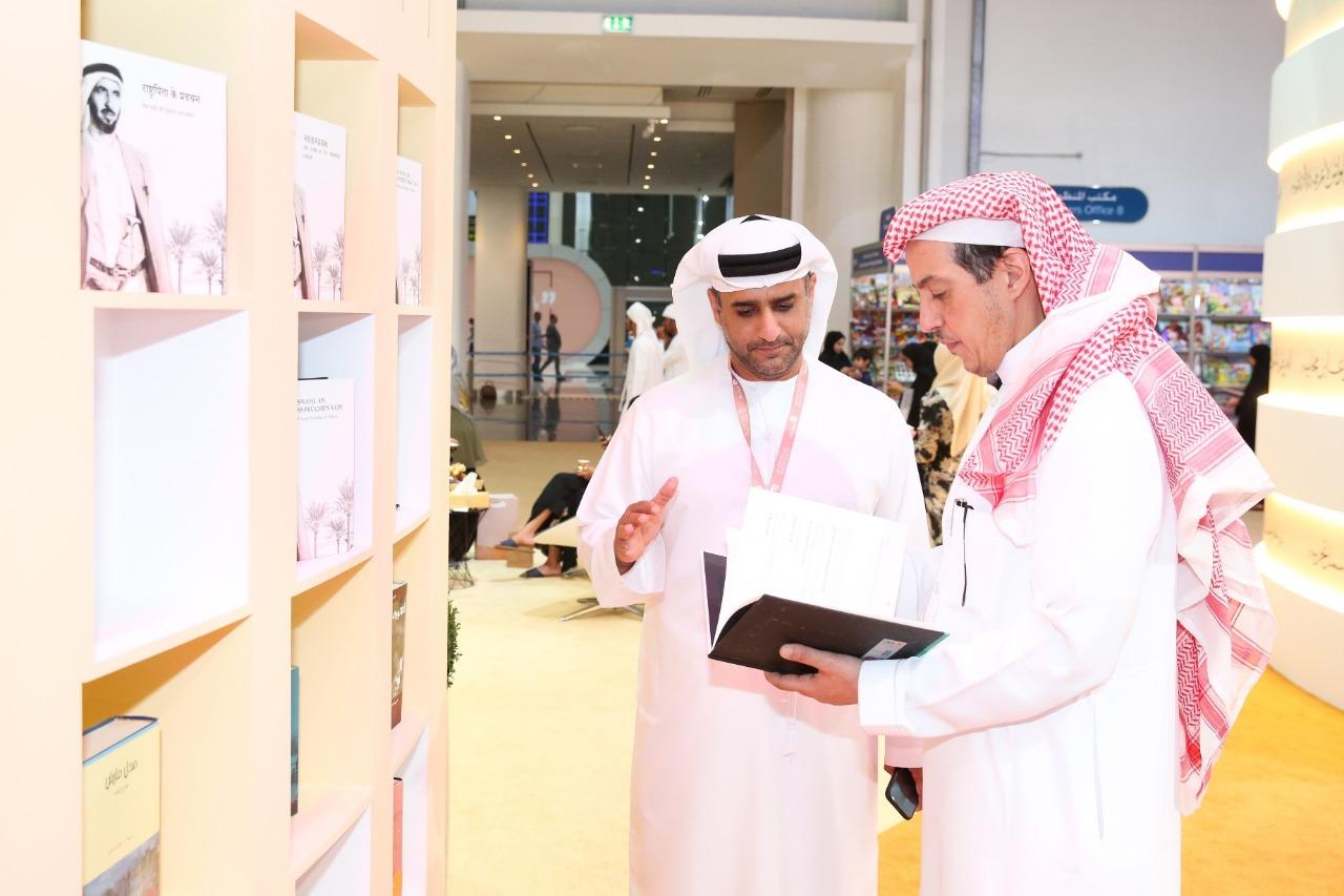 سفير السعودية بالإمارات يزور معرض أبوظبى الدولى للكتاب 2019 (2)
