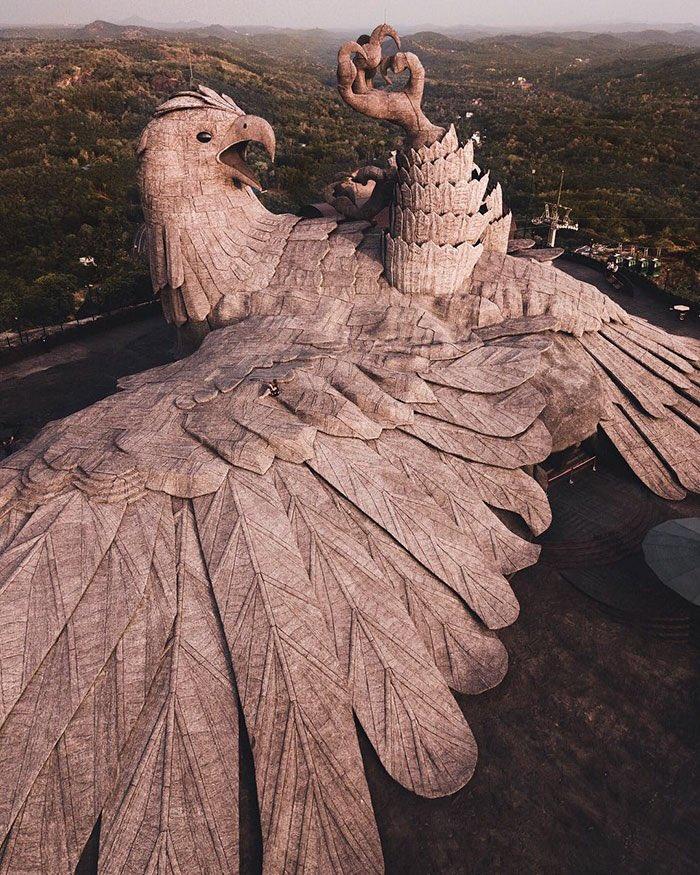 أكبر تمثال لطائر فى العالم