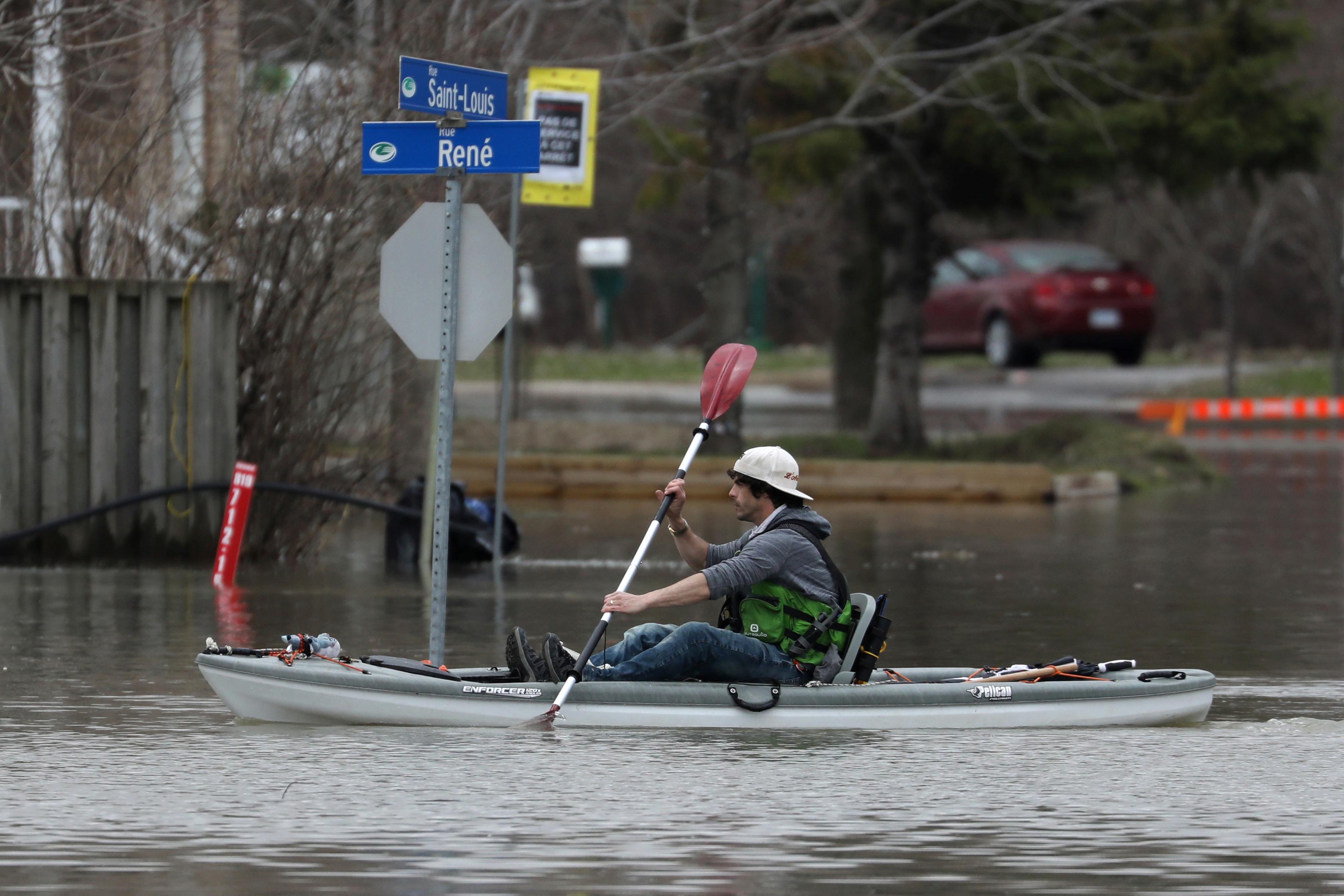 الفيضانات فى كندا (3)