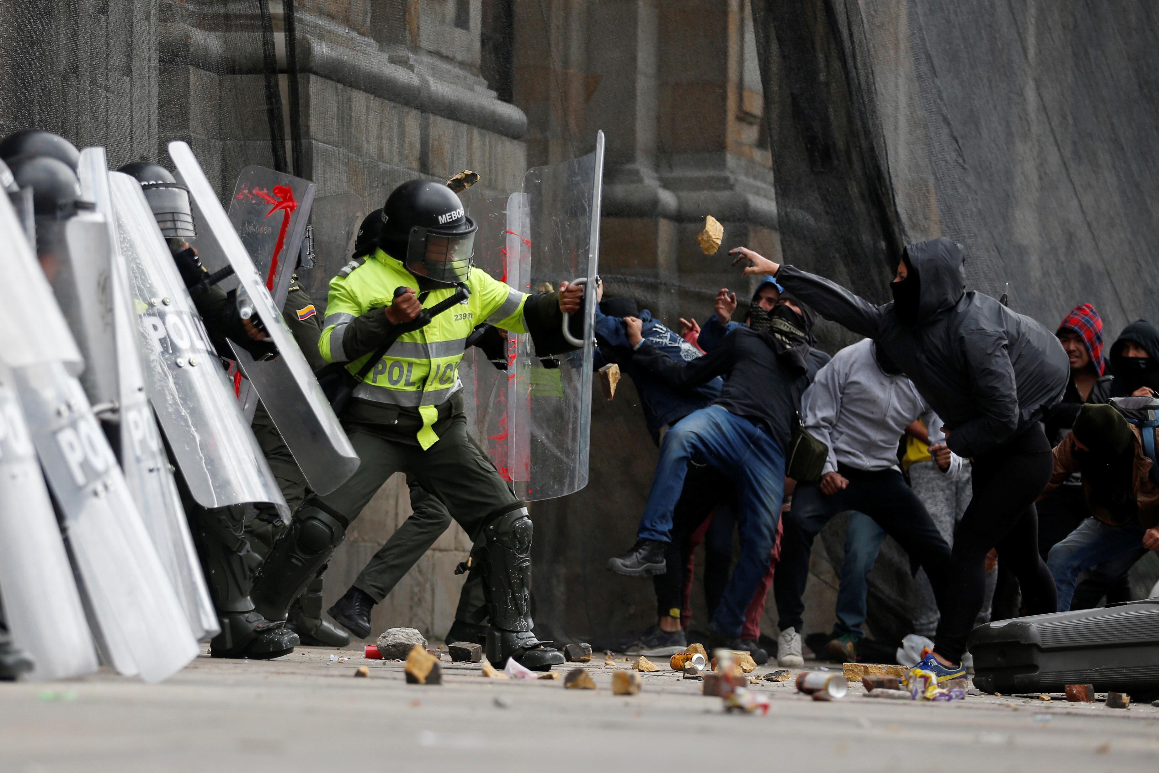 جانب من الاحتجاجات والعنف فى كولومبيا (1)