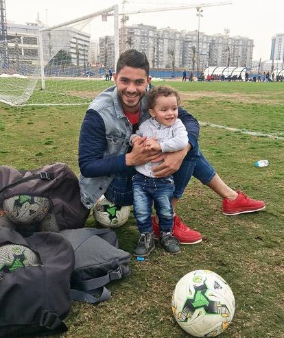 نجم الاهلى مع ابنه