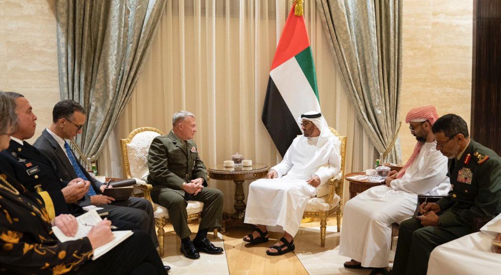 الشيخ محمد بن زايد يستقبل قائد القيادة المركزية الأمريكية