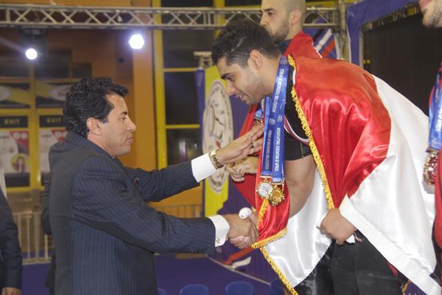 وزير الرياضة يتوج محمد إيهاب (5)