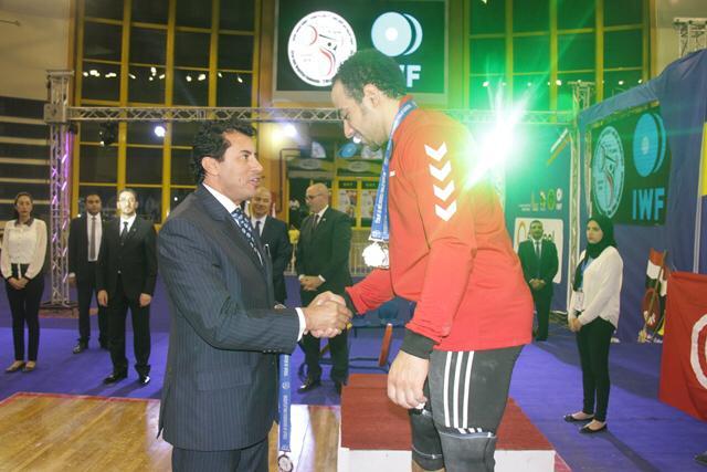 وزير الرياضة يتوج محمد إيهاب (6)