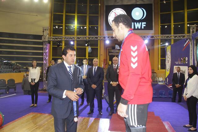 وزير الرياضة يتوج محمد إيهاب (8)
