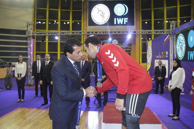 وزير الرياضة يتوج محمد إيهاب (7)