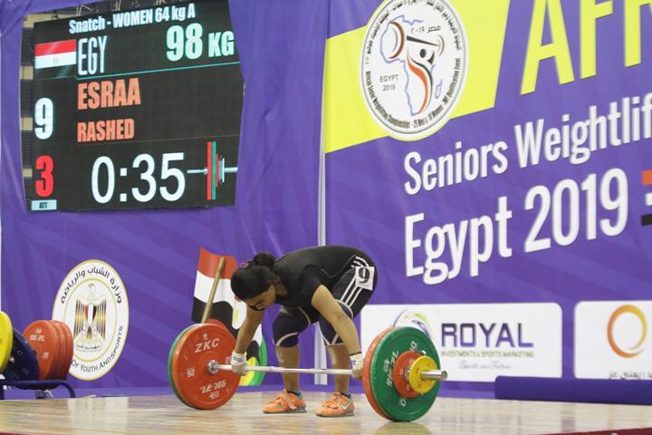 وزير الرياضة يتوج محمد إيهاب (2)