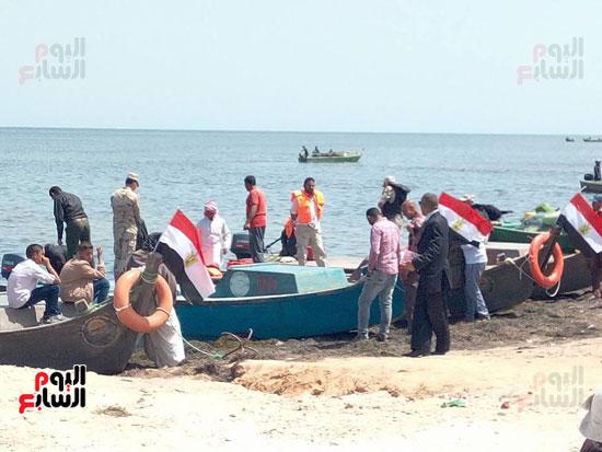نائب وزير الزراعة ومحافظ شمال سيناء يطلقان موسم الصيد ببحيرة البردويل (7)
