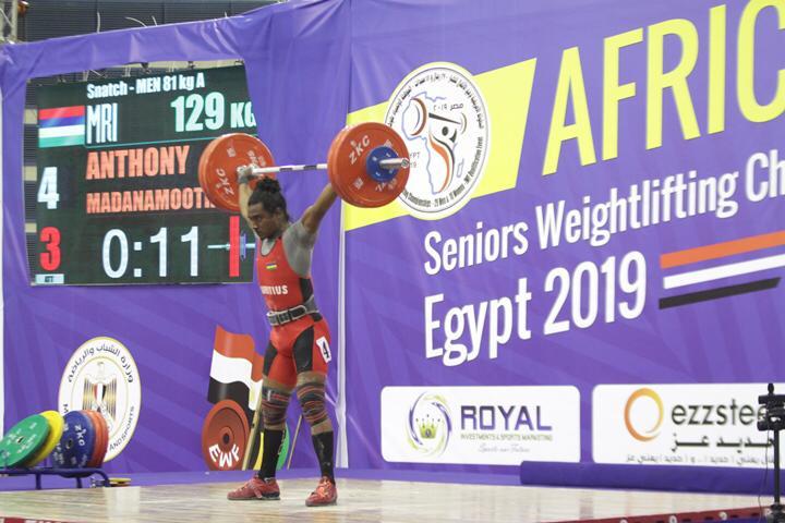 وزير الرياضة يتوج محمد إيهاب (12)
