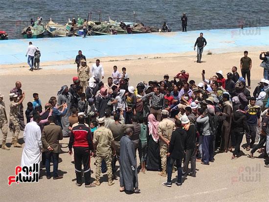 نائب وزير الزراعة ومحافظ شمال سيناء يطلقان موسم الصيد ببحيرة البردويل (3)
