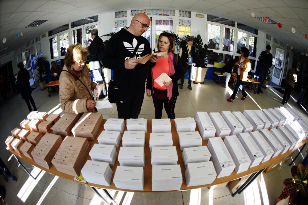 اقبال الاسبان على التصويت فى الانتخابات الإسبانية