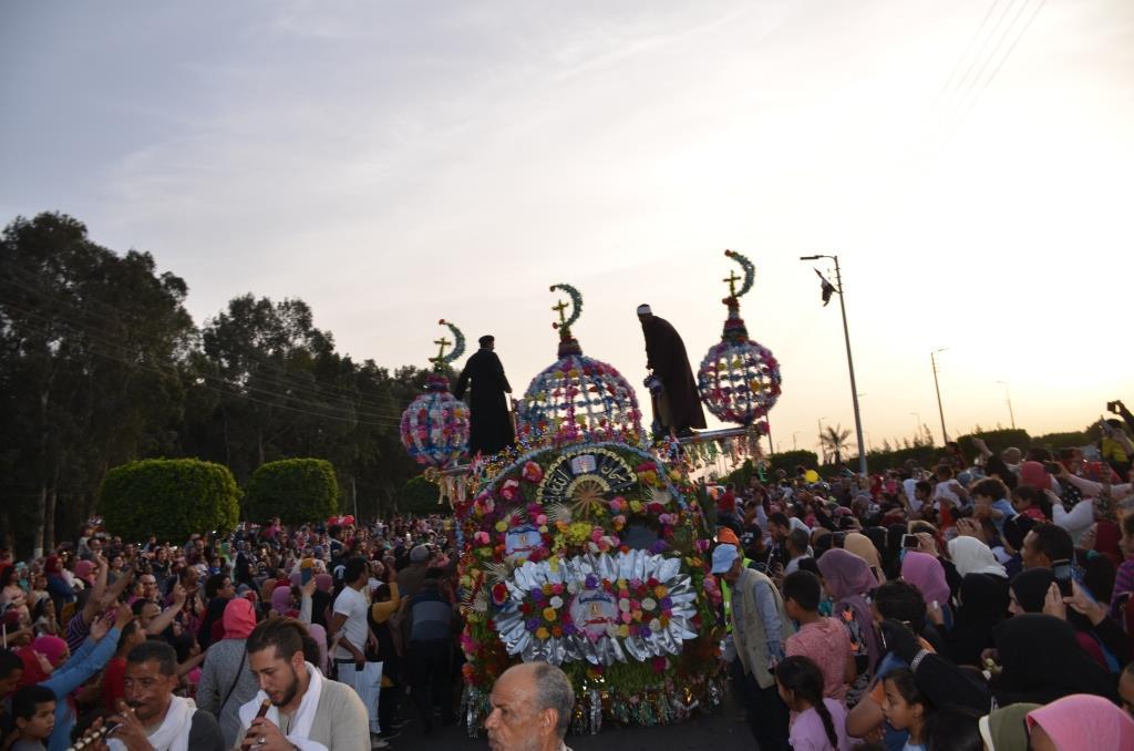 مراسم انطلاق كرنفال عربات الزهور السنوى لاحتفال أعياد الربيع وشم النسيم (1)
