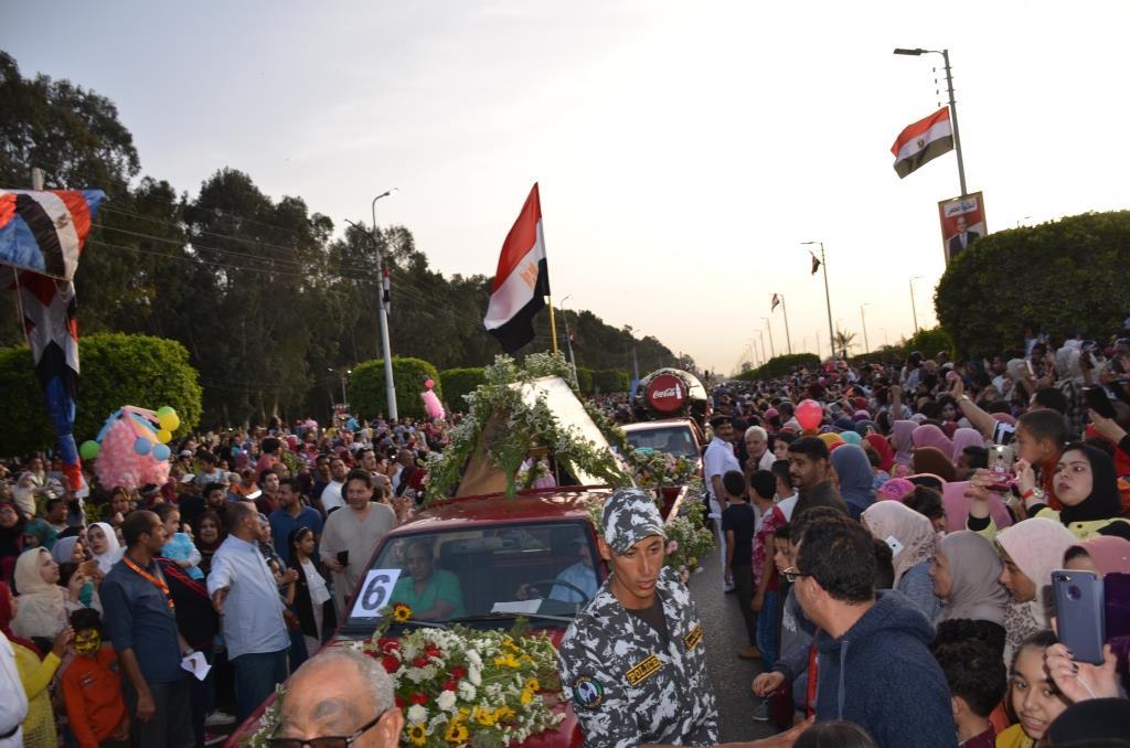 مراسم انطلاق كرنفال عربات الزهور السنوى لاحتفال أعياد الربيع وشم النسيم (13)