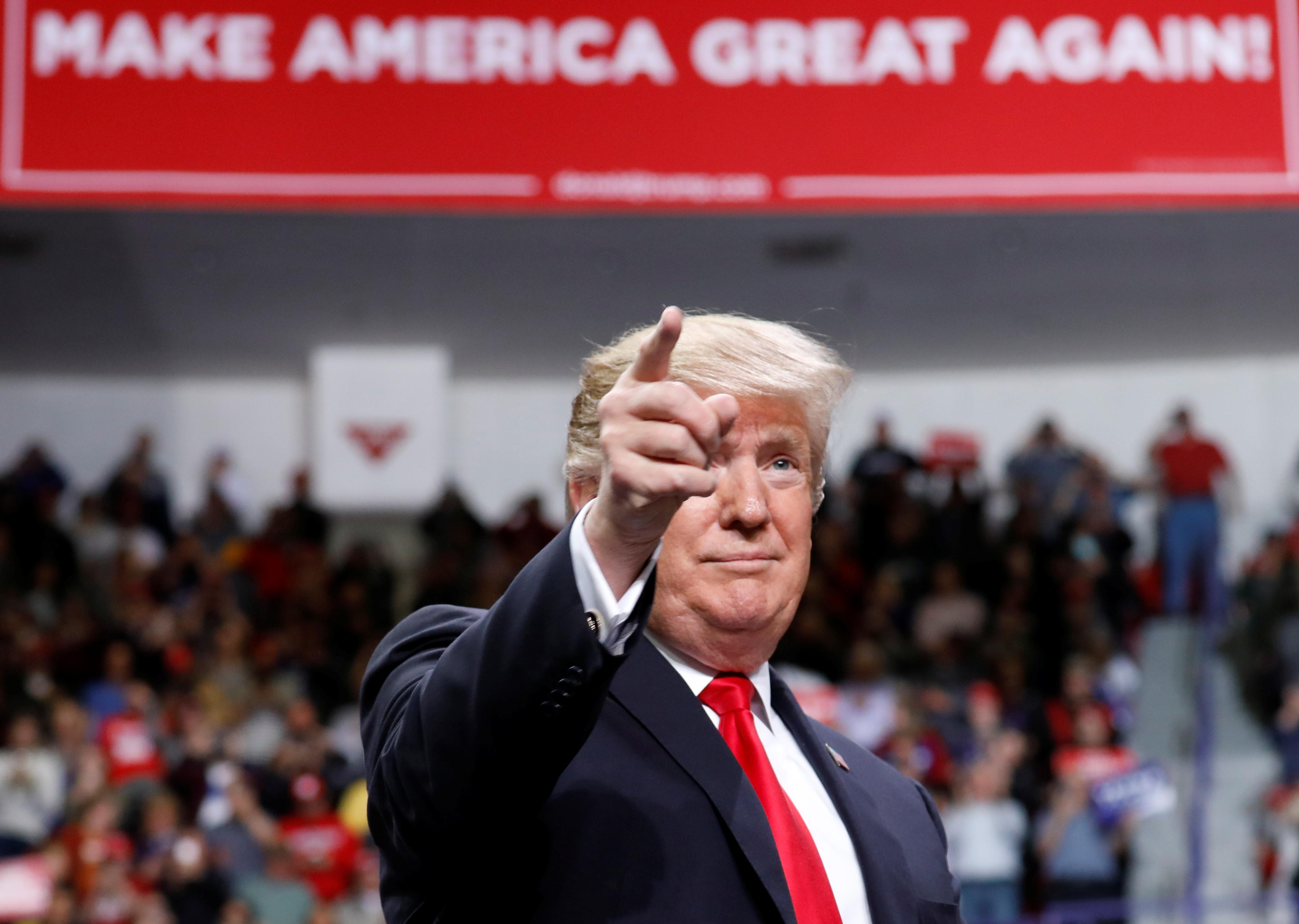 الرئيس ترامب يلقي كلمة في تجمع اجعل أمريكا عظيمة مرة أخرى4