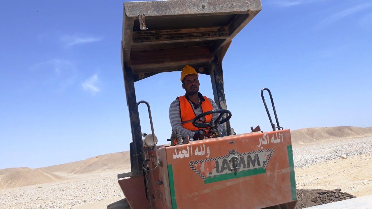 عمال محور قوص بمحافظة قنا (2)