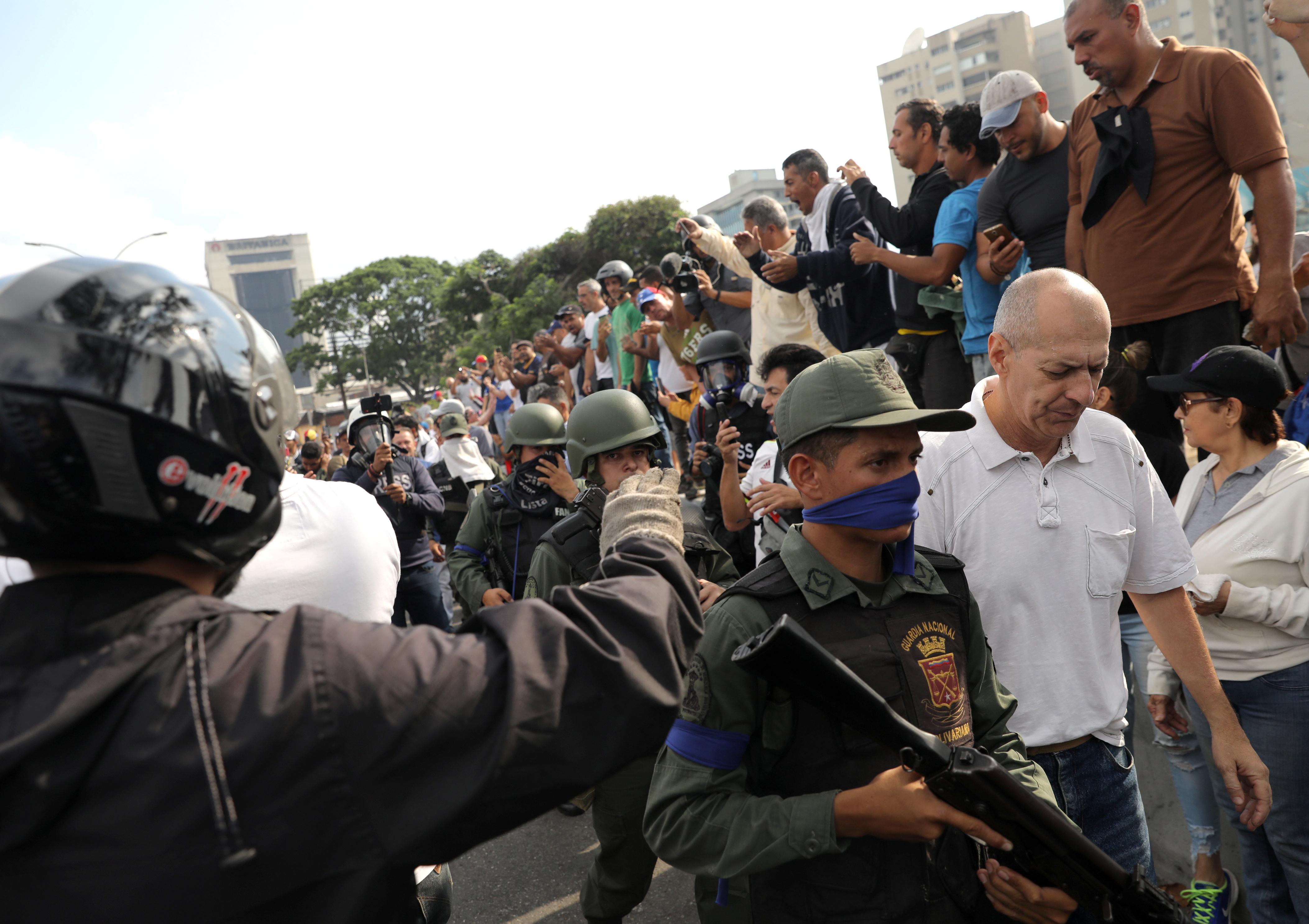 2019-04-30T133100Z_145415216_RC19C04088C0_RTRMADP_3_VENEZUELA-POLITICS