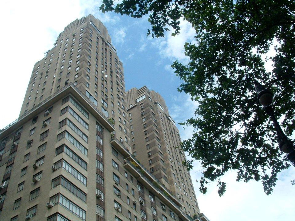 يمتلك آباء بيزوس ثلاث شقق سكنية في مبنى سينشري فى مانهاتن