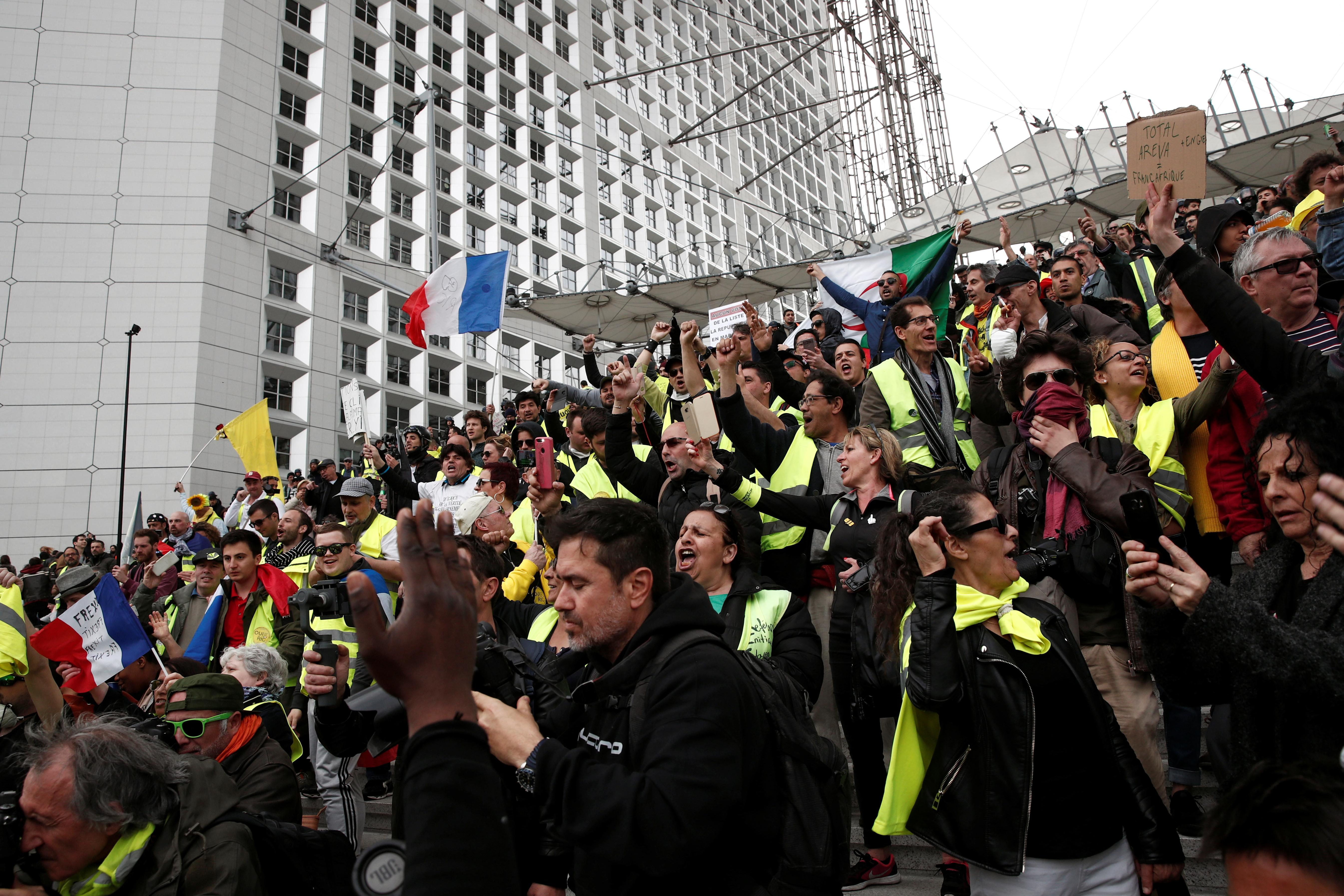 مظاهرات محتجى السترات الصفراء (13)