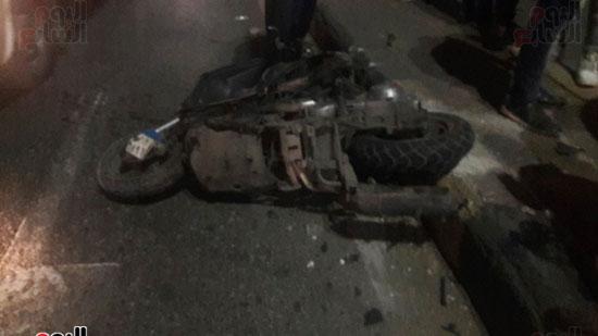 تصادم 5 سيارات وموتوسيكل بسبب مطاردة بين سيارتين بالبطل أحمد عبد العزيز (8)
