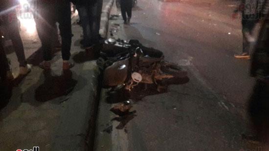 تصادم 5 سيارات وموتوسيكل بسبب مطاردة بين سيارتين بالبطل أحمد عبد العزيز (3)
