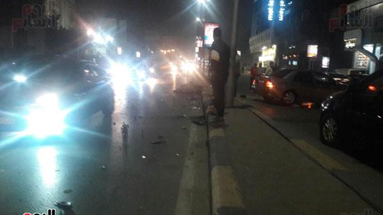 تصادم 5 سيارات وموتوسيكل بسبب مطاردة بين سيارتين بالبطل أحمد عبد العزيز (6)