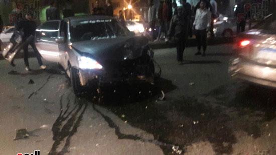تصادم 5 سيارات وموتوسيكل بسبب مطاردة بين سيارتين بالبطل أحمد عبد العزيز (2)