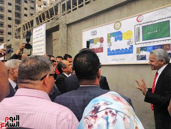 وزير الزراعة ومحافظ سوهاج يضعان حجر الأساس لمعمل صحة الحيوان  (7)