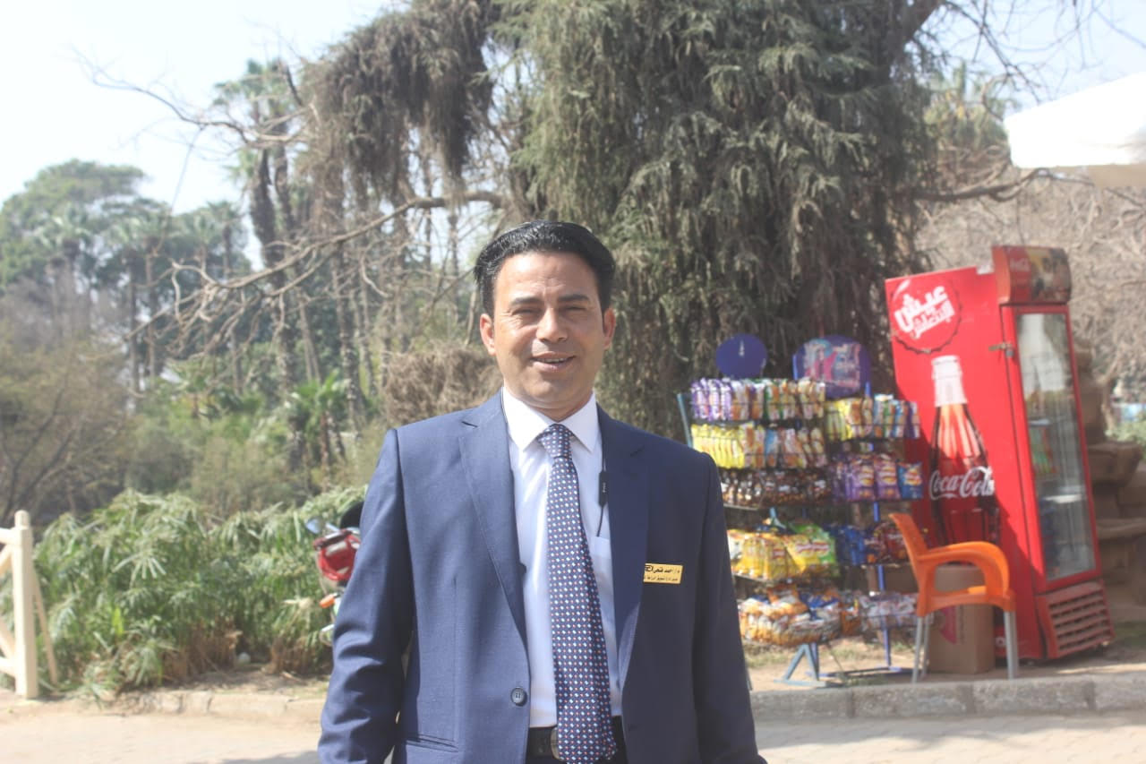 المهندس احمد فتحى  مدير عام التسويق بالزراعات المحمية