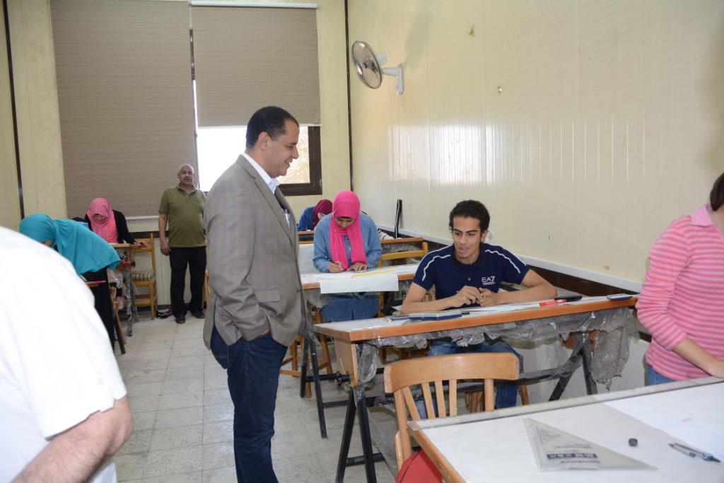 نائب رئيس جامعة أسيوط يتفقد لجان الامتحانات (8)