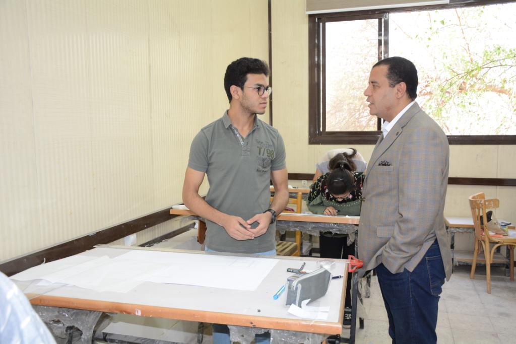 نائب رئيس جامعة أسيوط يتفقد لجان الامتحانات (9)
