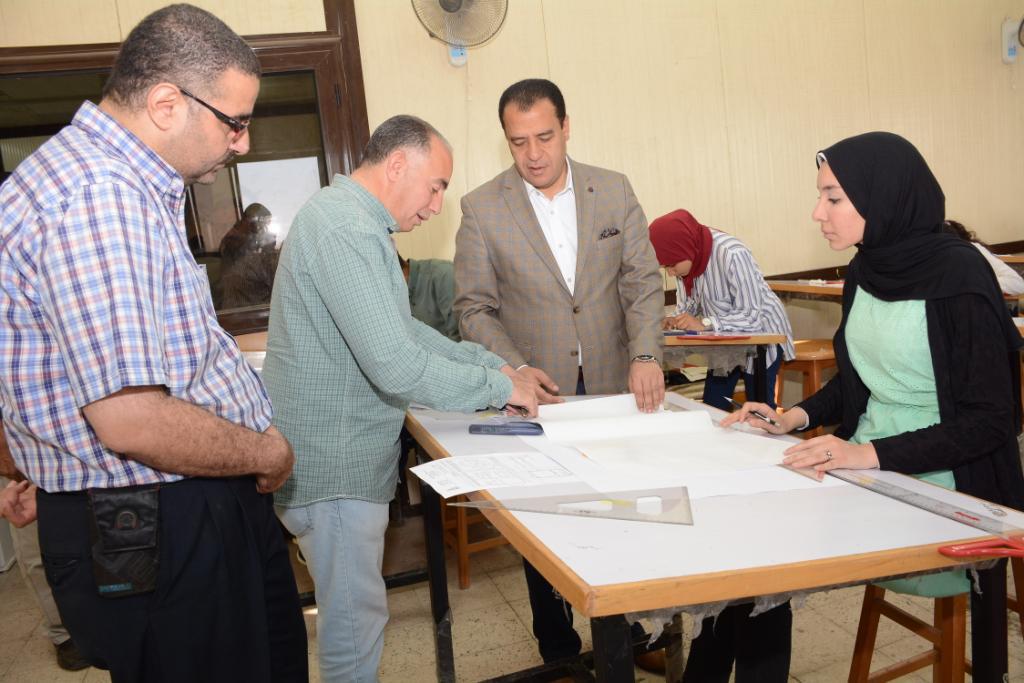 نائب رئيس جامعة أسيوط يتفقد لجان الامتحانات (5)