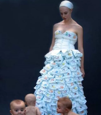 77d59bcd55841 فستان مصمم من حفاضات الأطفال.. تعرفى على أغرب فساتين الزفاف - اليوم ...