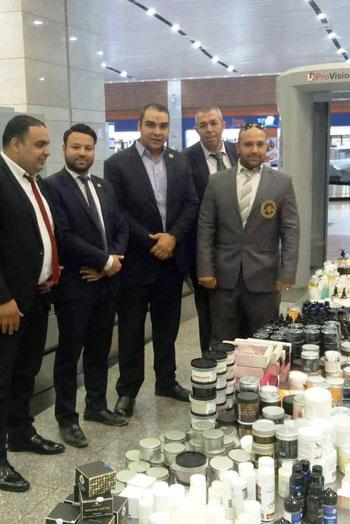 تهريب أدوات تجميل وعطور بمطار القاهرة (1)