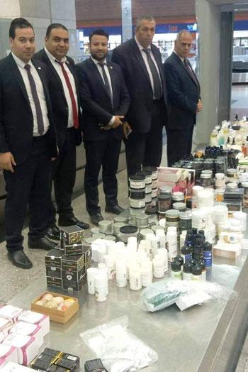تهريب أدوات تجميل وعطور بمطار القاهرة (3)