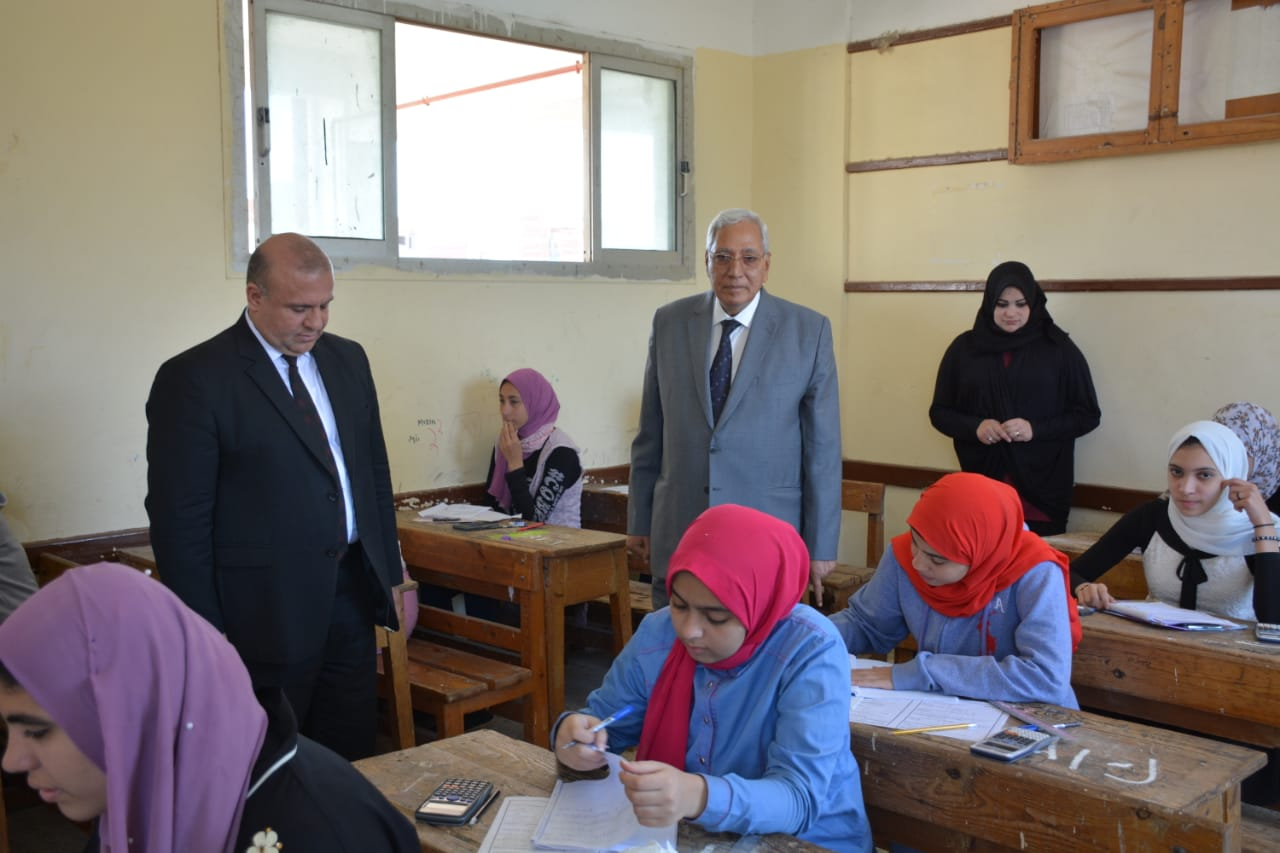 محافظ الدقهلية يتفقد لجان امتحانات الشهادة الإعدادية بالمحافظة) (1)